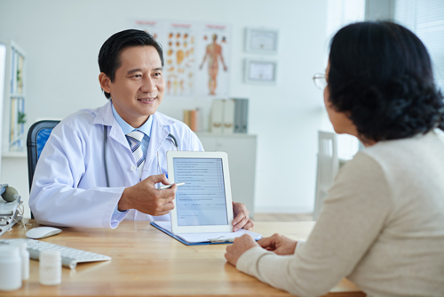 Orthopedic Surgeon in Singapore consultation